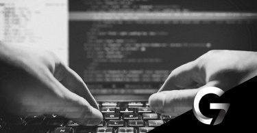 crimes na internet pessoa digitando teclando