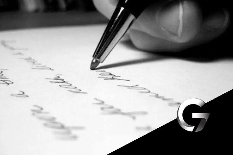 imagem pessoa escrevendo uma redação